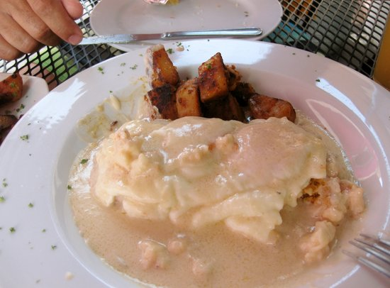 Rooster Cafe : Lobster Gravy, biscuits & eggs
