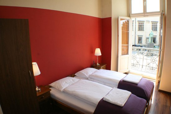 Tulip Hostel: Twin Room with Balcony