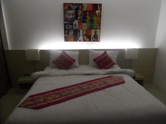 Ocean View Phuket Hotel: double lit