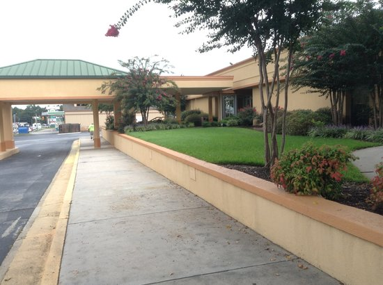 Quality Inn Anderson: Front entrance