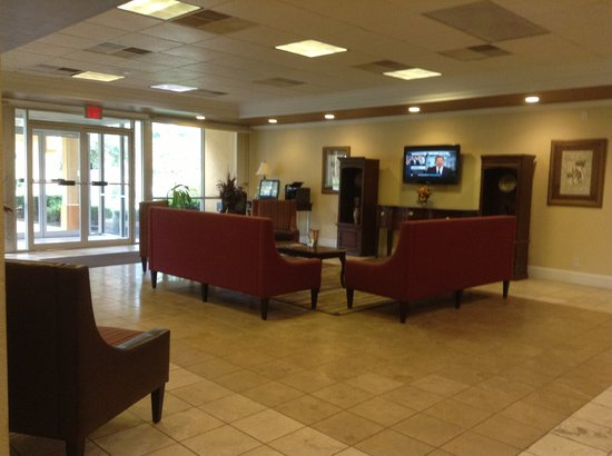 Quality Inn Anderson: lobby from coffee station