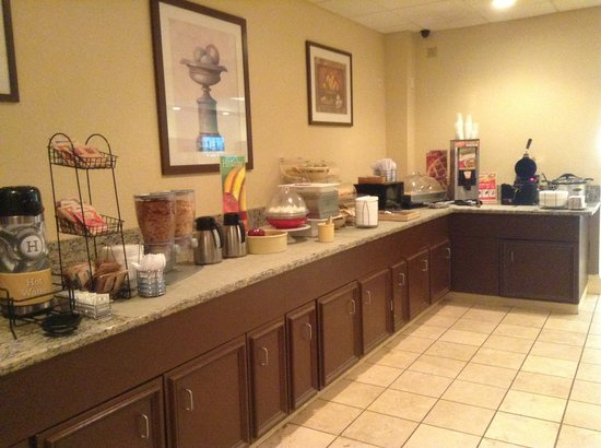 Red Roof Inn & Suites Anderson, SC: Breakfast bar