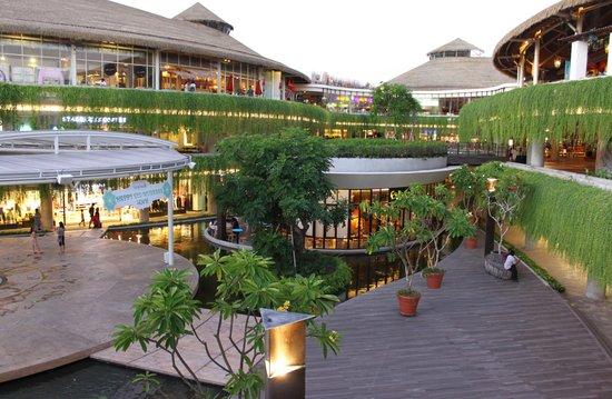 Garden Walk Mall: Picture Of Beachwalk Shopping Center, Kuta