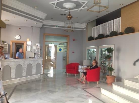 Hotel Dona Blanca: Reception & Entrance to the Café Dona Blanca