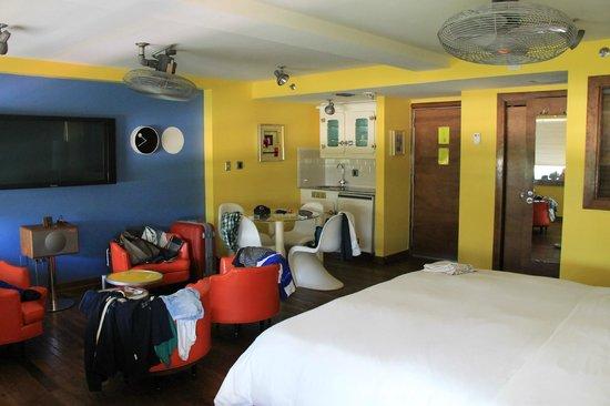 Pelican Hotel: angolo cottura e salottino