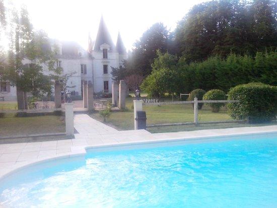 Chateau de la Coutanciere : Château et piscine