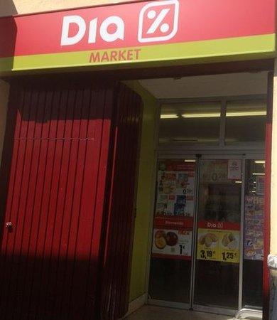 Hotel Dona Blanca: Supermarket opposite the hotel