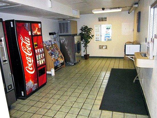 Motel 6 Topeka Northwest: MVending