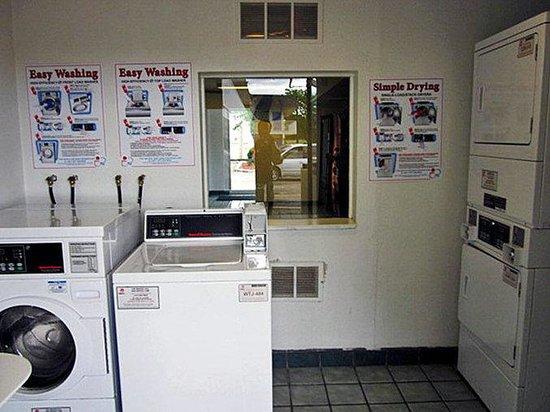 Motel 6 Topeka Northwest: MLaundry