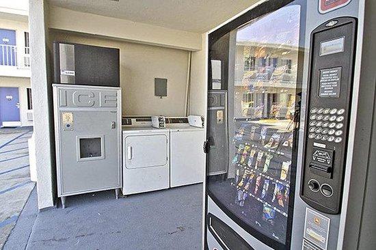 Motel 6 Long Beach - International City: MLaundry_Vending