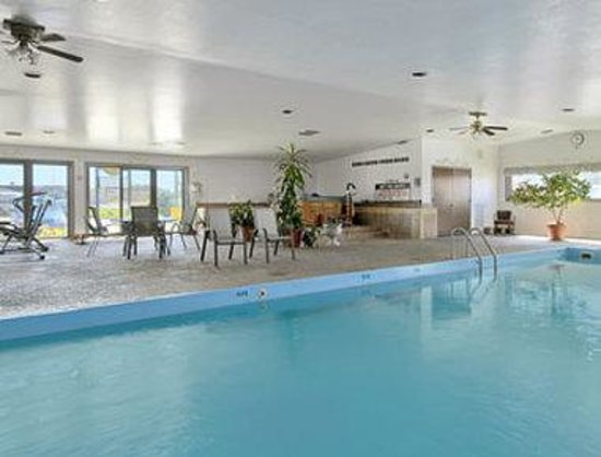 Super 8 Cut Bank : Indoor Pool