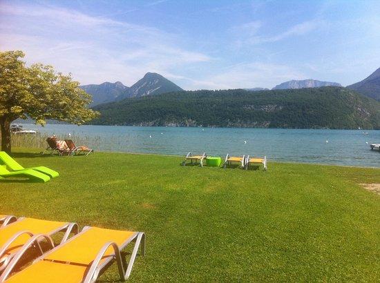 Hotel Clos Marcel : plage les pieds dans le lac d'Annecy
