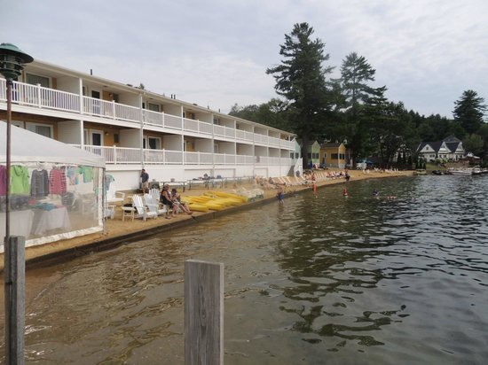 The Naswa Resort : beach and swimming area taken from the dock