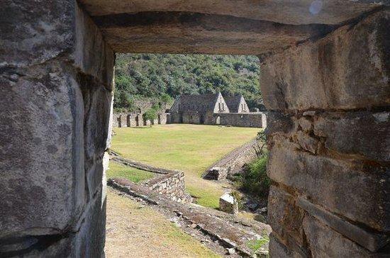 Apus Peru: Choquequirao ruins