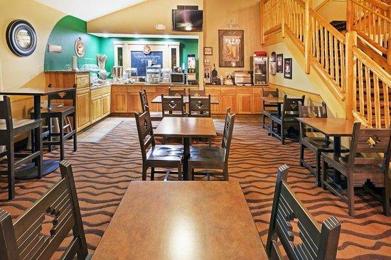 AmericInn Lodge & Suites Sayre: AmericInn Hotel Sayre - Breakfast Area