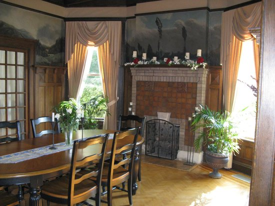 Inn at Craig Place: The main dinning room.