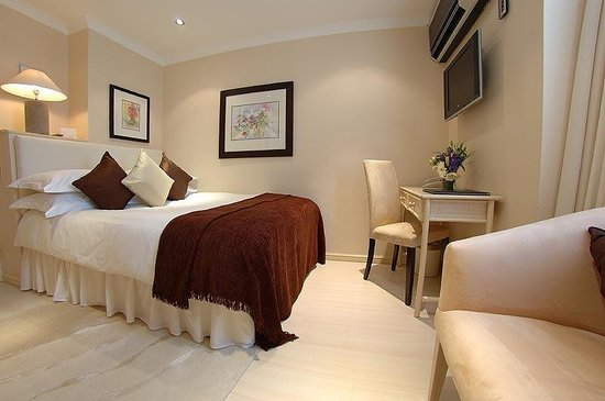The Beaufort Hotel: Single Room