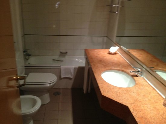 Urban Hotel Amadeos: Bagno