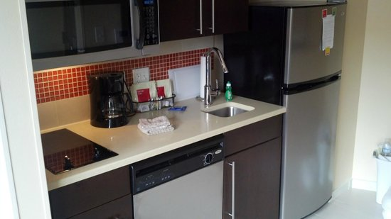 TownePlace Suites San Antonio Downtown : Kitchen area