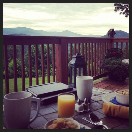 Lucille's Mountain Top Inn & Spa: Breakfast with a view