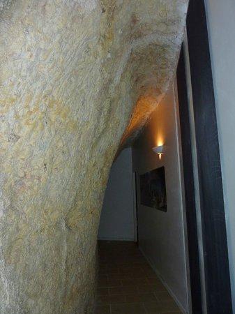 Le Clos de L'Hermitage : corridoio sotto la roccia
