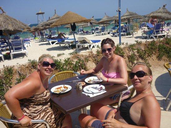 Marhaba Palace Hotel: Beach dining area.