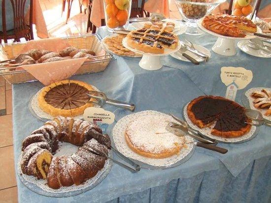 Hotel Meeting: Sala Colazioni - 6: Favolose torte artigianali (prod. propria)