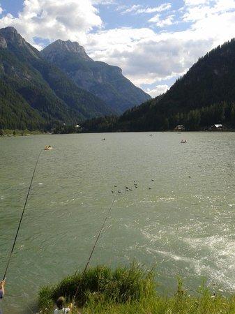 Attrazione panoramica del Lago di Alleghe