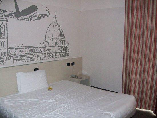 B&B Hotel Firenze Novoli : Camera spaziosa e pulita
