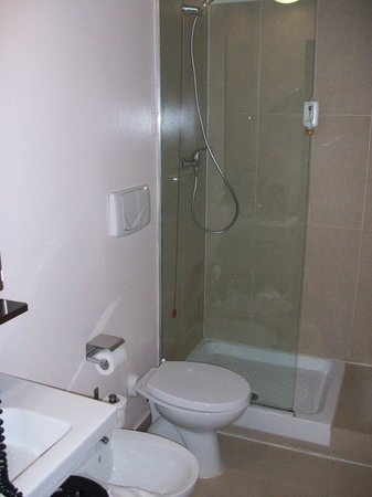 B&B Hotel Firenze Novoli : Bagno essenziale, ma pulitissimo