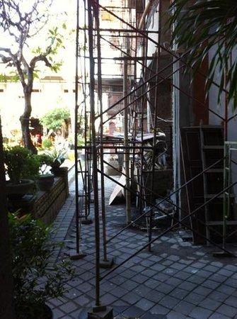 Sandat Hotel Kuta : cantiere non comunicato