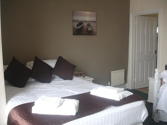 The Three Tuns Hotel: bedroom 3