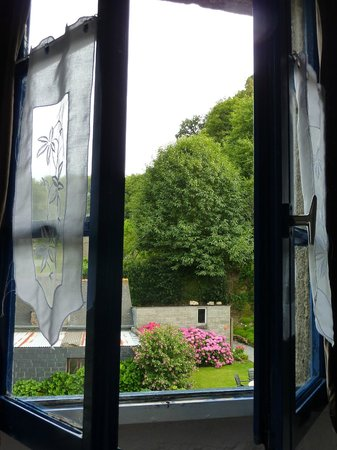 Au Bon Accueil: Giardino dalla camera