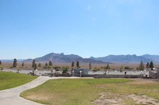 Longstreet Hotel & Casino : View of the funeral mountains
