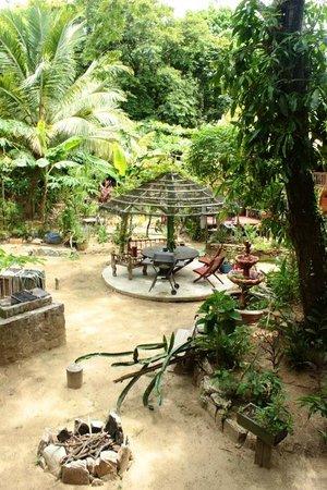 Cinco Continentes Rooms & Apartments : Garden view