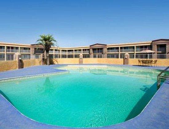Americas Best Value Inn- Hanford: Pool