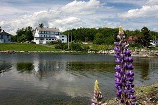 Craignair Inn at Clark Island : Buildingfromacrosslake