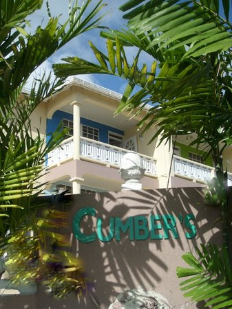 Cumber's Tropical Apartments: Glimpse of Cumber's