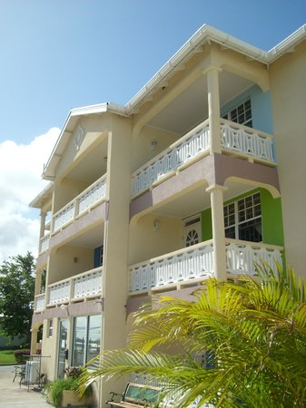 Front of Cumber's Tropical Apartments