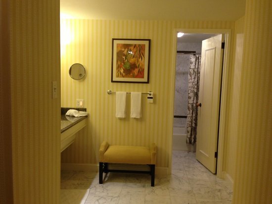 The Fairmont Olympic Seattle: バスルーム