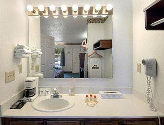 Days Inn Union: Bathroom