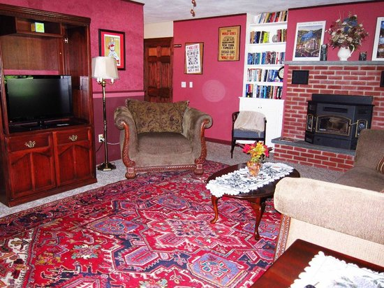 Gateway Inn & Suites of Cooperstown: Living room