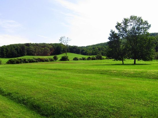 Gateway Inn & Suites of Cooperstown : Setting in countryside