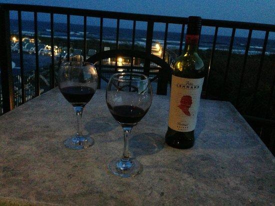 The Isles Restaurant & Tiki Bar: Wine on deck!