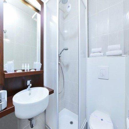 Kyriad Perpignan Nord: Bathroom