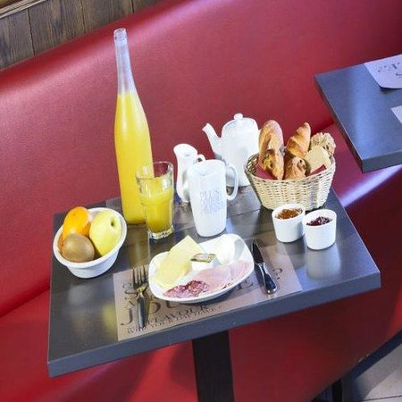 Kyriad Perpignan Nord: Buffet Restaurant