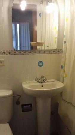 Hostal Oporto: baño