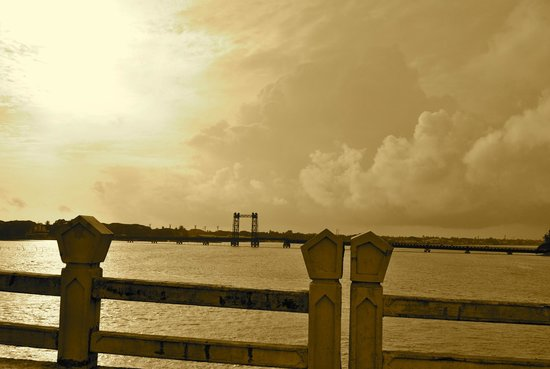 Jasmin Villa Homestay: bridge to fort kochi