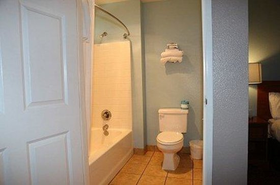 Oceano Inn: Bathroom Area