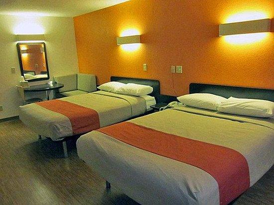 Motel 6 Indianapolis: MDouble5